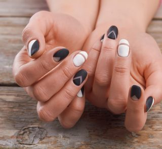 5 Black and White Nail Art Ideas Your Customers Will Love 5