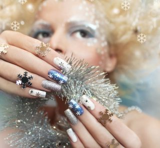 How to Take Care of Nails in the Winter